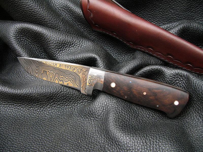 Damasztacél vadászkés