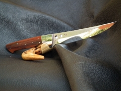 Egyedi tervezésű, 16 cm pengéjű kés vasfával nyelezve