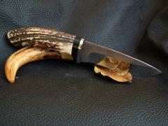 Nagy méretű, fűzött nyelű vadászkés ébenfával és szarvasaganccsal nyelezve